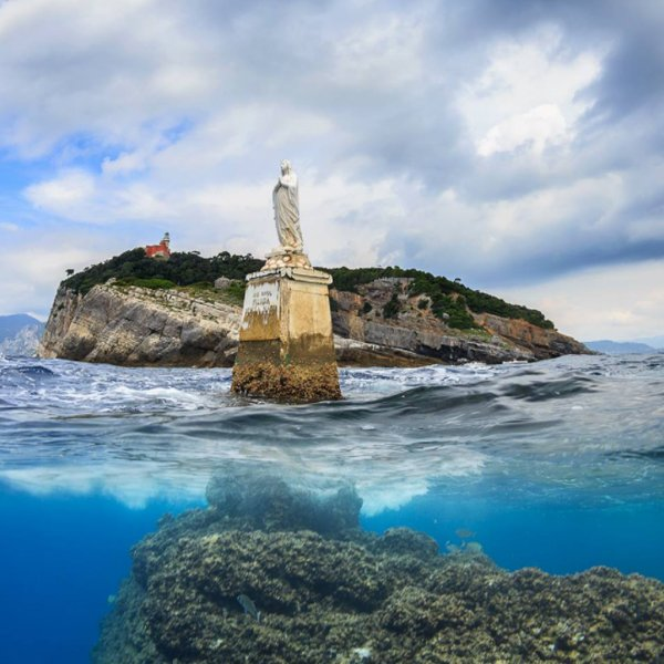 Stella Maris warns sailors of the rocks underwater - ph. Marcello Di Francesco